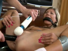 Female Ejaculation For This Blonde